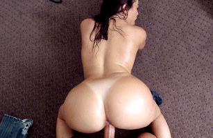 Mouthwatering brunette latin Julianna Vega so her snatch starts to flow